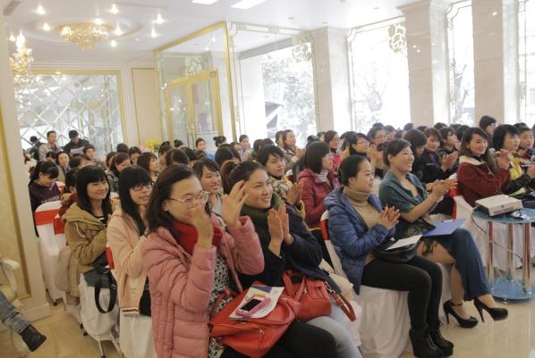 Hội thảo điều trị da tại thẩm mỹ viện Đông Á