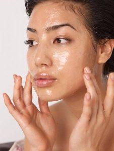 90% Phụ nữ chưa biết tuyệt chiêu trị nám da từ cây thầu dầu hiệu quả